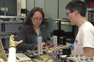 Robotics group featured in Voice of America's Spanish Language site