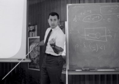Kleinrock teaching a computer science class in 1970