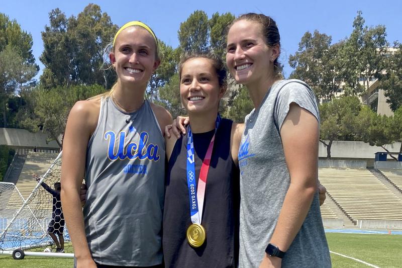 Jessie Fleming with UCLA teammates