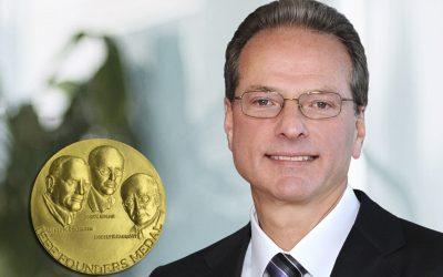 Henry Samueli Receives 2021 IEEE Founders Medal